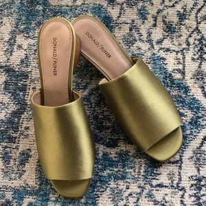 Never Worn Donald Pliner Rimini Sandal